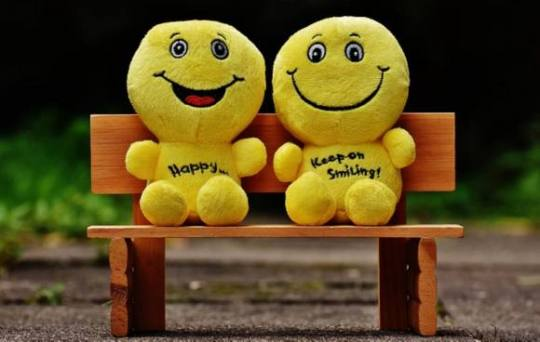 happy-yellow-puppets